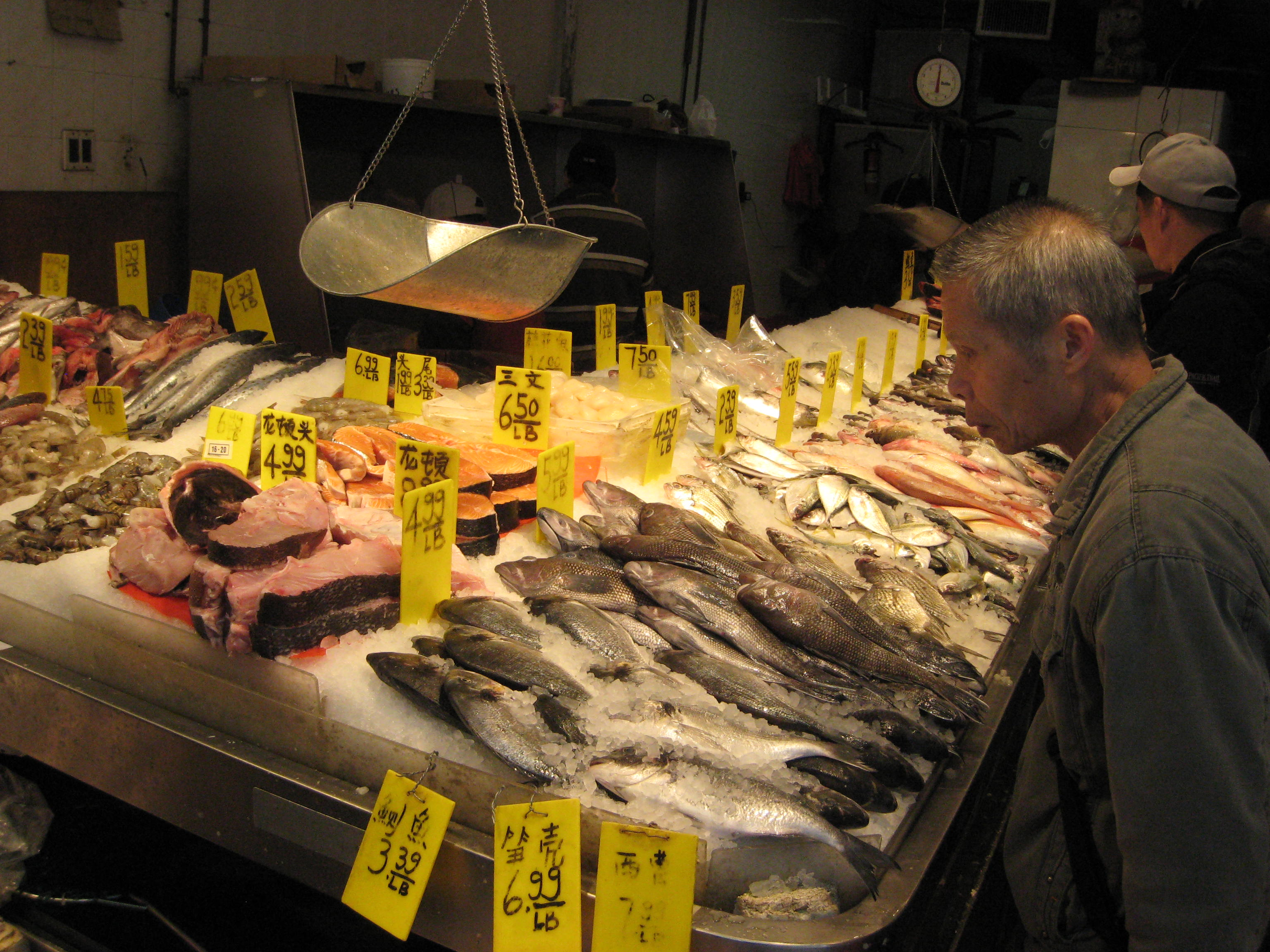 A walk in new york in the historic district for Chinatown fish market
