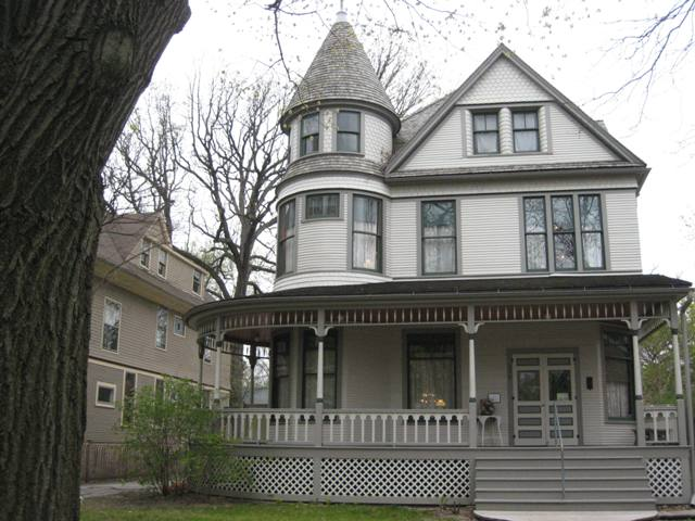 """Exterior of Ernest Hemingway's birthplace in Oak Park, Illinois"""