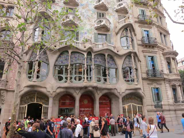 """Tourists at Casa Batllo"""