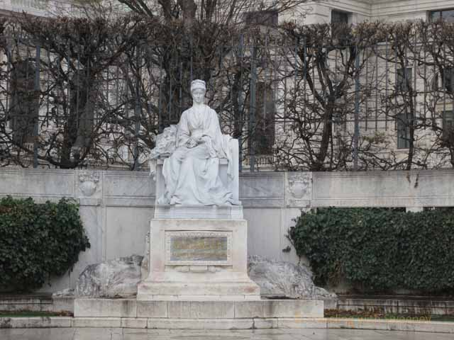 """Statue of Empress Elizabeth (Sisi), quite a romantic figure,of Austria in Volksgarten, Vienna"""