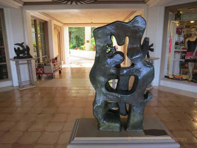 """Sculpture in corridor of Grand Wailea in Maui -- La Branch, Fernand Léger"""
