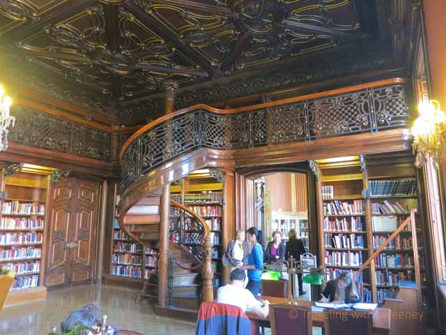"""Detailed ceiling and staircase in Metropolitan Ervin Szabó Library"""