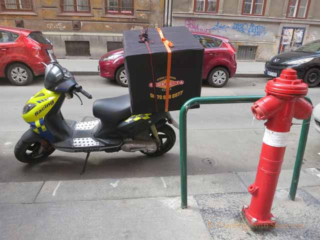 """Motor scooters get the delivery services around Budapest"""
