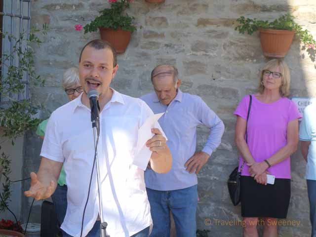 """Massimiliano Cameli speaking at Portico in Arte opening ceremony"""