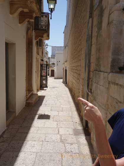 """Pointing out the way along the narrow streets of Cisternino"""