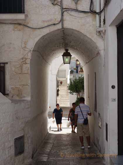 """Arched passageway of Cisternino"""
