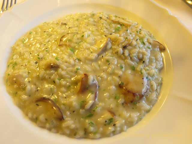 """""""Risotto al porcini e galletti, risotto with chanterelle mushrooms"""""""