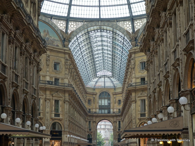 """Shopping in Milan, Galleria Vittorio Emanuele II"""