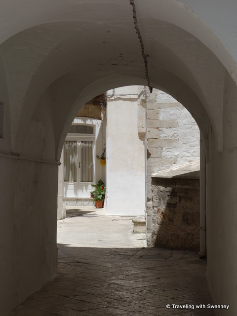 """Arched passageway in Martina Franca centro storico"""