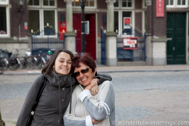 """Sofie Couwenbergh of Wonderful Wanderings intraveling with her mom"""