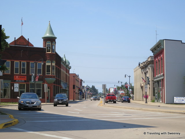 """Mid-day traffic in downtown Marinette, Wisconsin"""