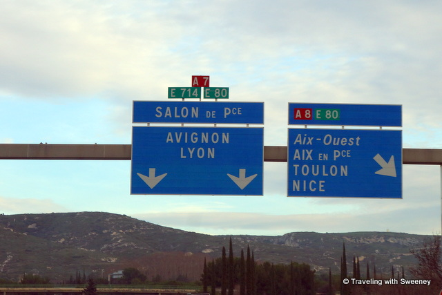 Road sign to Avignon