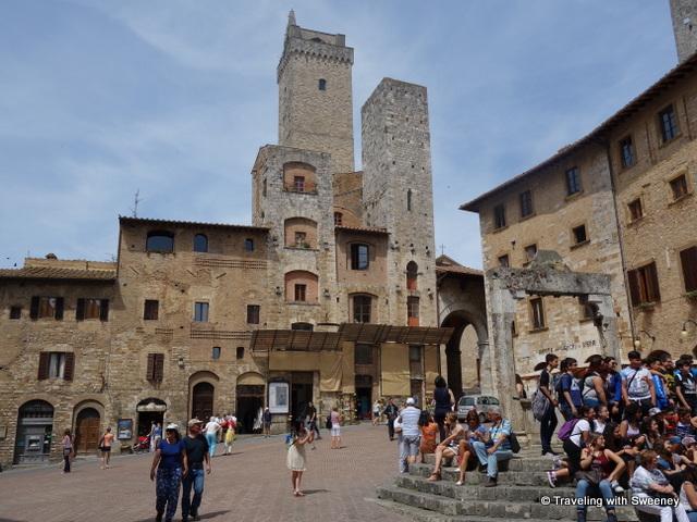 Piazza della Cisterna, Torri degli Ardinghelli (two towers facing the piazza)