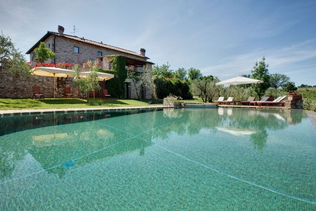 Casa Mattei's pool and Jacuzzi