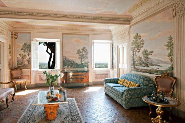 Gorgeous frescoes in living room of Villa Sant'Andrea in Pietrasanta