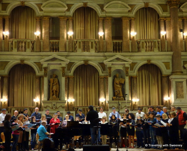 A rehearsal of a choral group at Teatro Bibiena