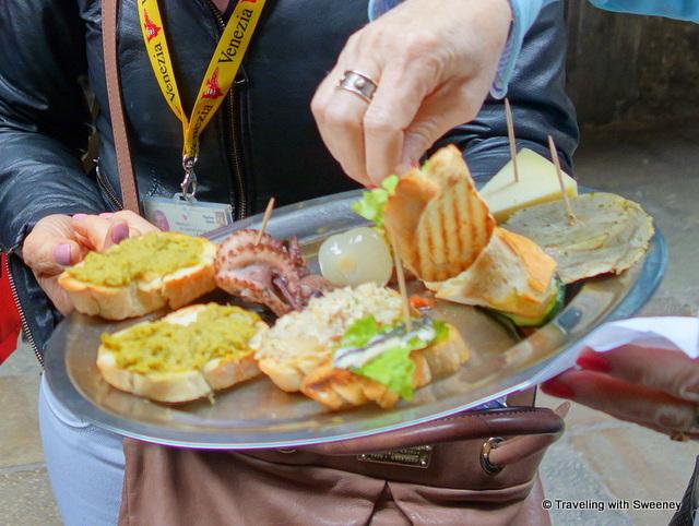 Platter of chicchetti at Cantina do Mori in Venice